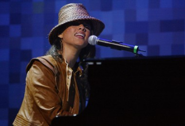 Alicia Keys to Compose, Co-Produce Broadway's 'Stick Fly'